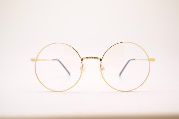 Kiedy wskazane jest noszenie okularów?
